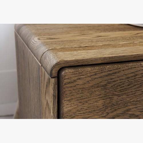 Komoda ze dřeva do ložnice