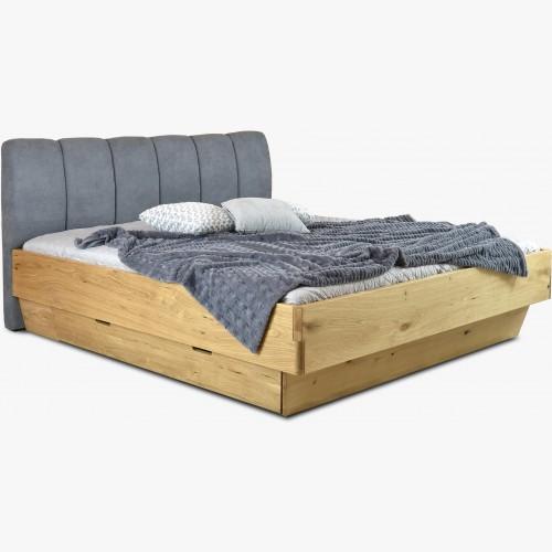 Masivní postel s úložným prostorem a látkovým čelem