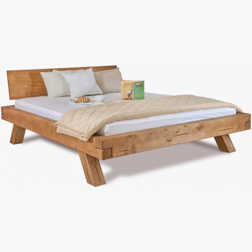 Dřevěná postel z trámů Miky...