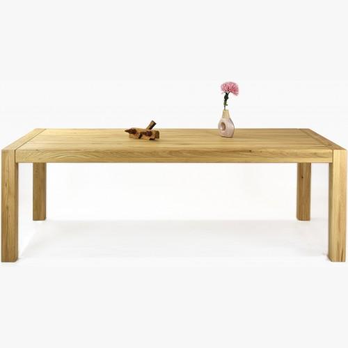 Jídelní stůl vyrobený z dubového masivu Dennmark