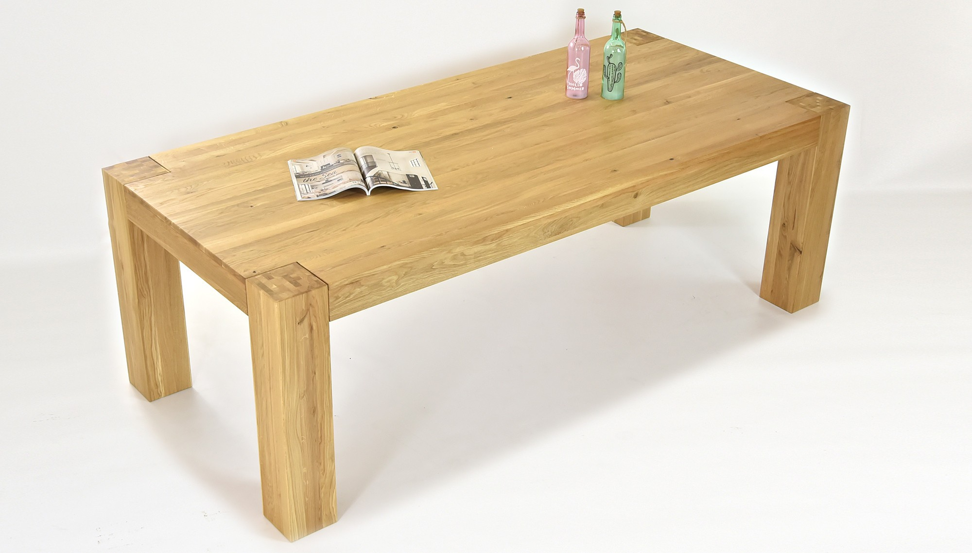 Moderní jídelní stůl pro čtyři
